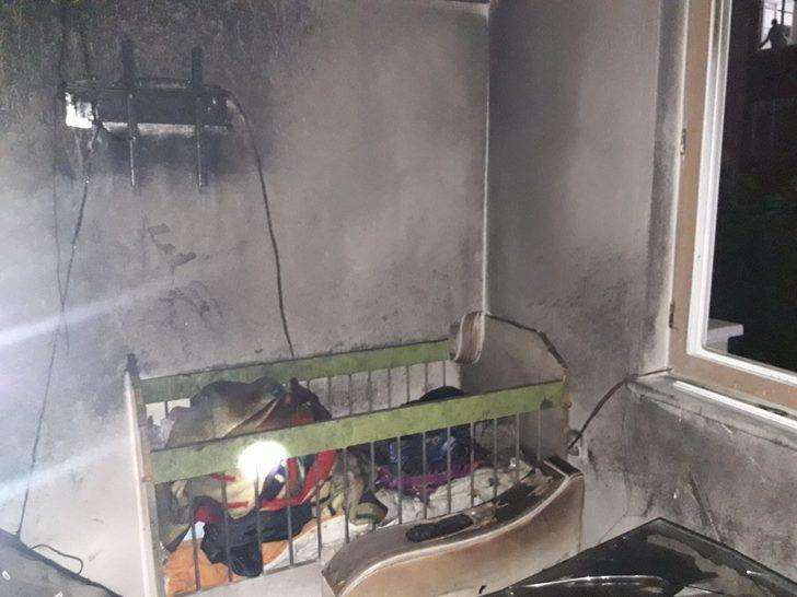 Alevlerin sardığı evden kurtarılan Yasin bebek, hastanede öldü