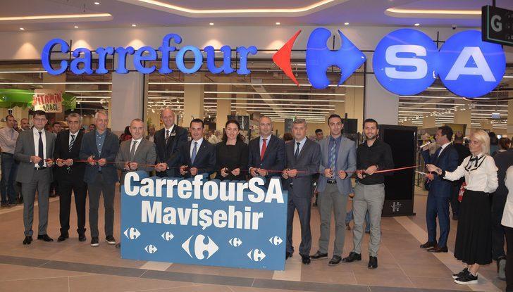 İzmir'in yeni alışveriş merkezi müşterileriyle buluştu