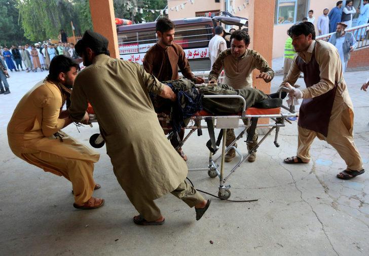Afganistan'da cuma namazı sırasında camiye saldırı: 62 ölü