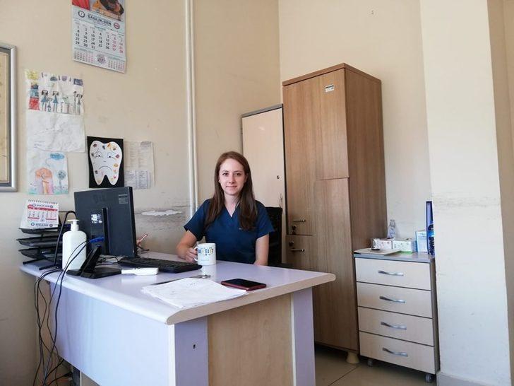 Diş Tabibi Büşra Ünal hasta kabulüne başladı