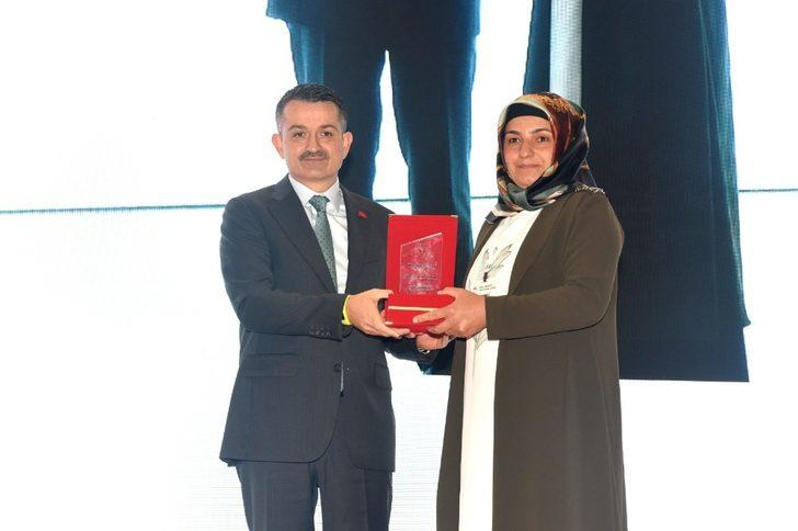 Vanlı kadın çiftçi Türkiye birincisi oldu