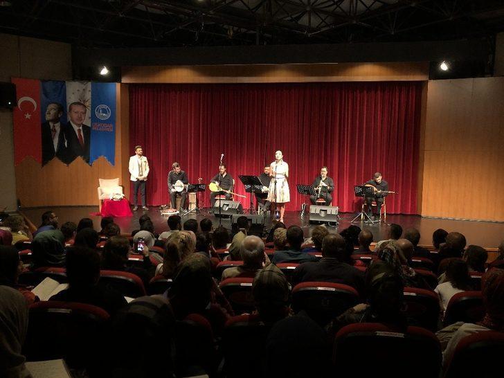 Üsküdar'da Yaprak Sayar ve Ünal Zorer konser verdi