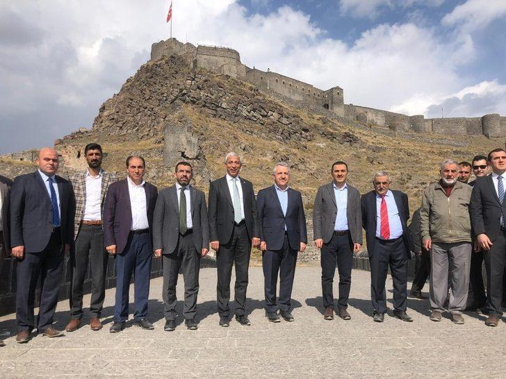 Vali Öksüz, milletvekilleriyle Kars Vadisi çalışmalarını yerinde gördü