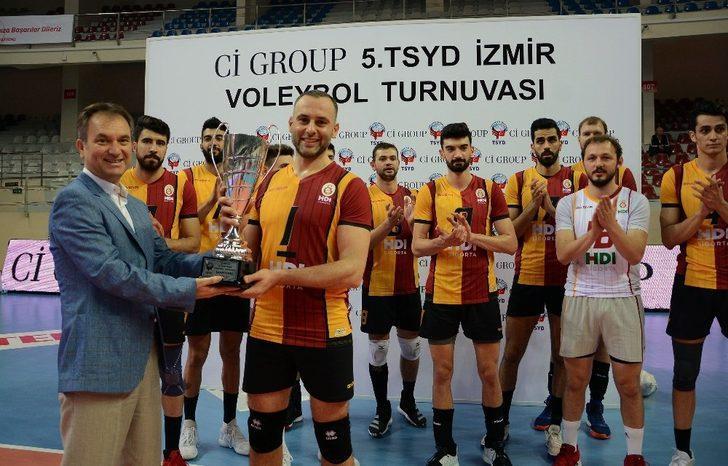 TSYD İzmir Voleybol Turnuvasında Galatasaray HDI Sigorta şampiyon oldu