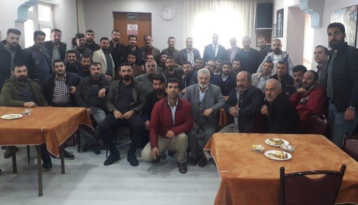 Erciş Berberler ve Kahveciler Odası Başkanı Aydemir üyelerle bir araya geldi
