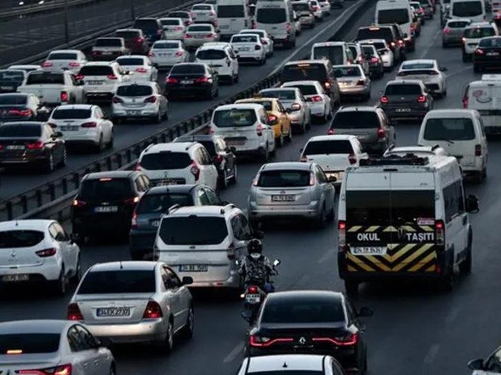 İstanbul'da '29 Ekim' provaları nedeniyle bazı yollar trafiğe kapatıldı