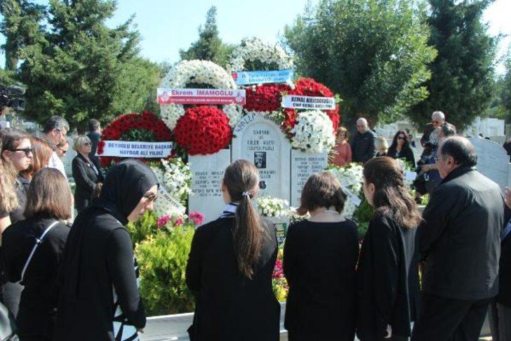 Ara Güler ölümünün 1. yılında mezarı başında anıldı