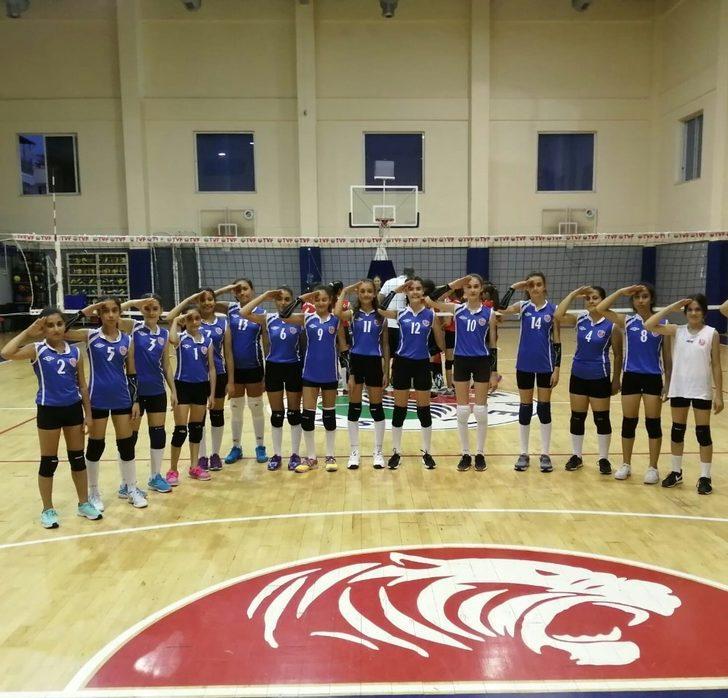 Voleybol kız voleybol takımından Mehmetçiğe selam