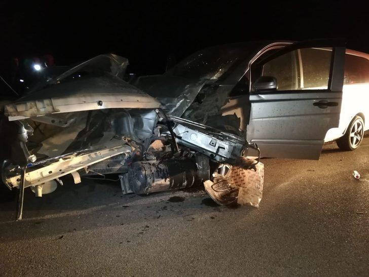 Konya'da minibüs ile otomobil çarpıştı! 2 ölü, 11 yaralı