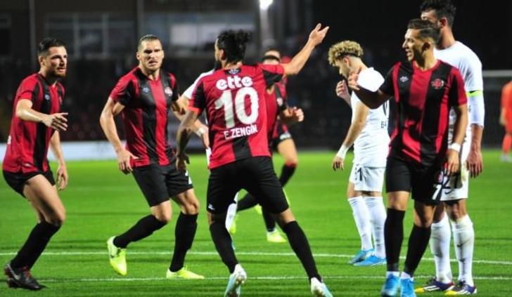 Erkan Zengin kendisini oyundan alarak taraftara alkışlattı