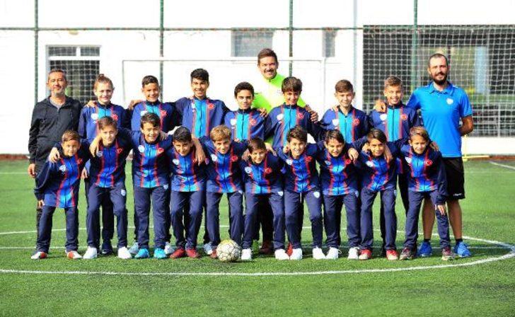Nilüfer Futbol Kulübü'nün yetenekli miniklerine Barcelona'dan ikinci özel davet