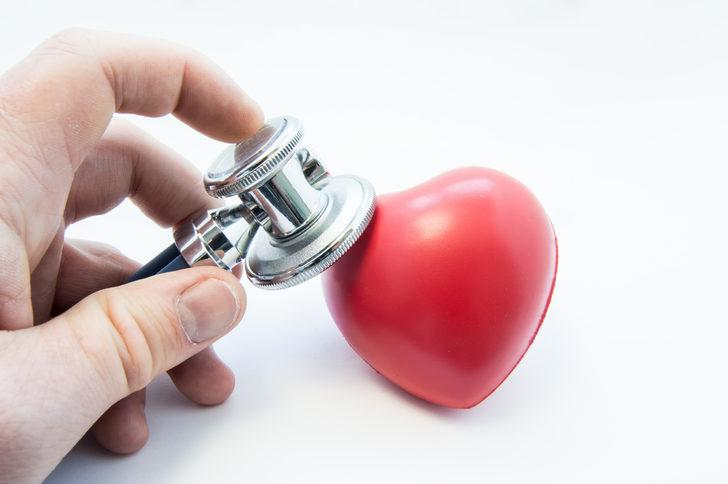 Ani kalp çarpıntısı sebepleri nelerdir? Ani kalp çarpıntısı nasıl geçer? Ani kalp çarpıntısı hastalık habercisi olabilir! Kalp ritmi bozukluğu aritmi nedir?