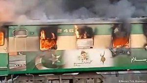 Pakistan'da trende yangın: En az 71 ölü