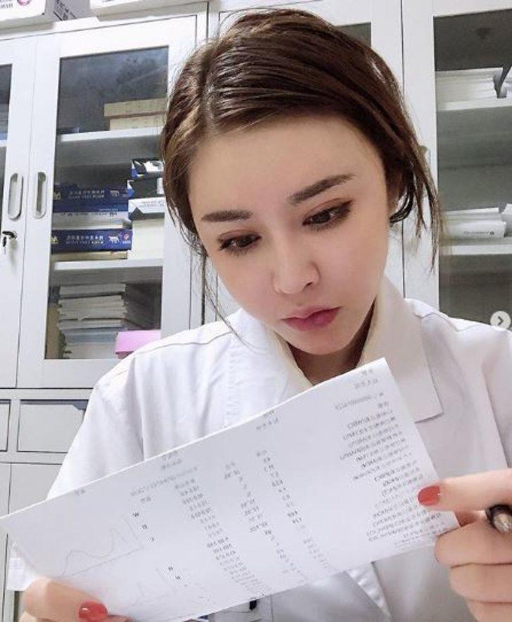 Çinli doktorun vücudunu görenin ağzı açık kalıyor!