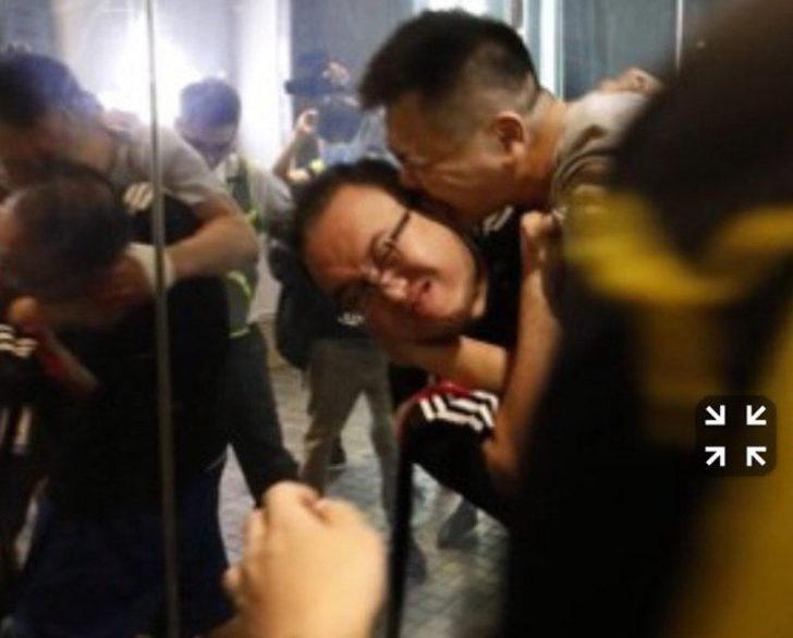 Hong Kong'da şoke eden olay! Bıçaklı saldırgan, bir siyasetçinin kulağını ısırarak kopardı