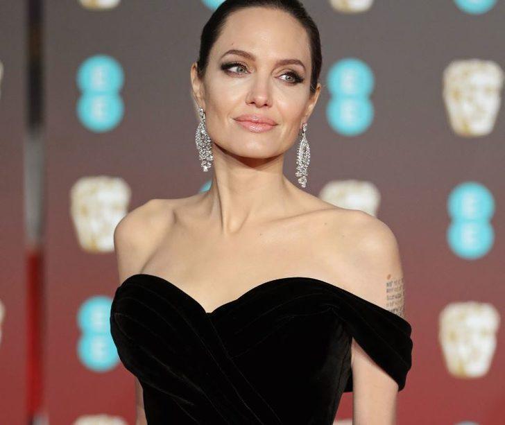 Angelina Jolie Brad Pitt'i protesto etti, soyundu