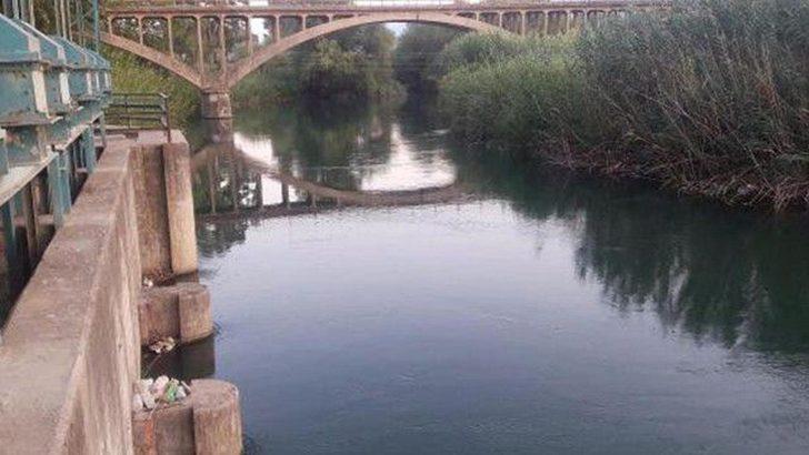 Yaşlı adam, nehrin kenarında bileklerini keserek intihar etti