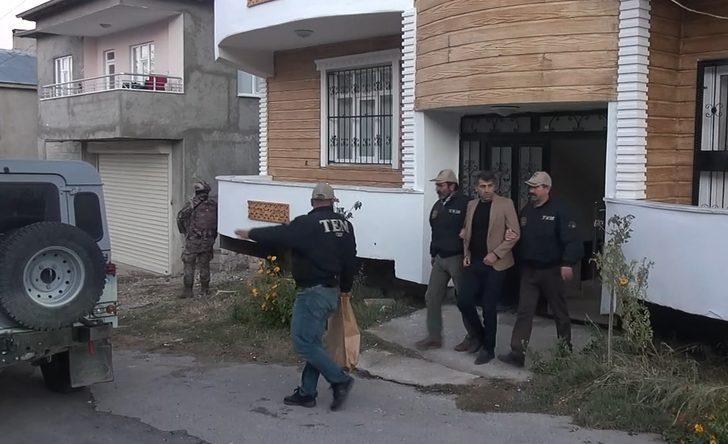 Van'ın İpekyolu belediye eş başkanları Azim Yacan ve Şehzade Kurt gözaltına alındı