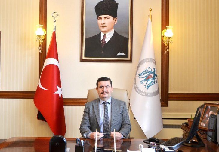"""Vali Arslantaş: """"Mustafa Kemal Atatürk'ü, ebediyete intikalinin 81. yıl dönümünde sevgi, saygı ve minnetle anıyoruz"""""""