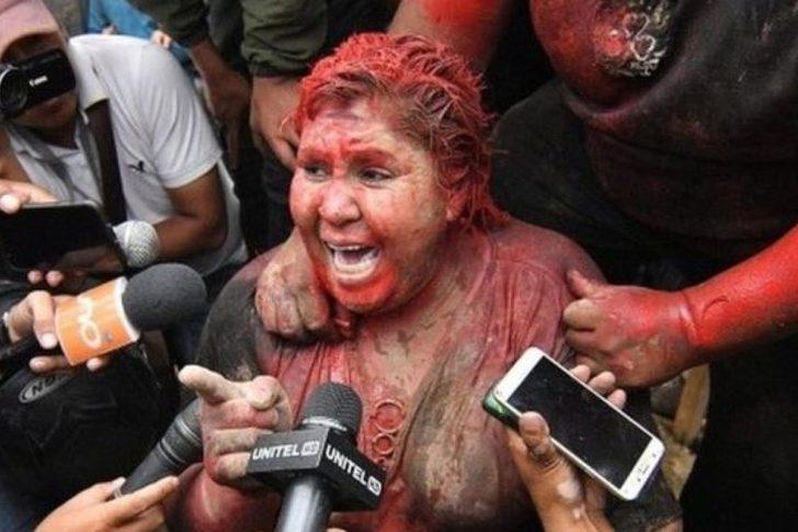 Zorla saçı kesilen belediye başkanı yalın ayak sokaklarda yürütüldü
