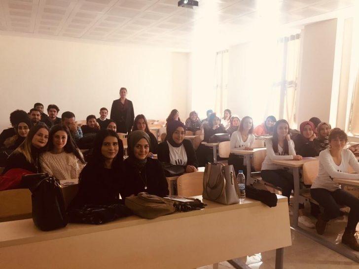 Sosyoloji öğrencilerine sosyal hizmet semineri