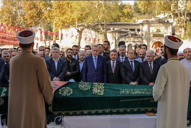 Fotoğraflar // Cumhurbaşkanı Erdoğan, Akbaşoğlu'nun annesinin cenazesine katıldı
