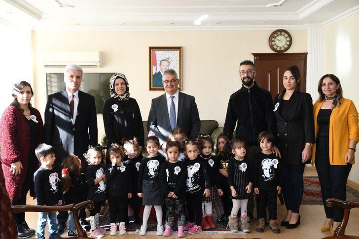 Vali Pekmez minik öğrencilerle bir araya geldi