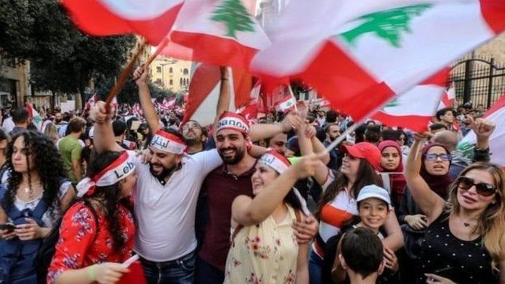 Lübnan'daki protestolar: WhatsApp vergisi ülkedeki derin krizi nasıl ortaya çıkardı?