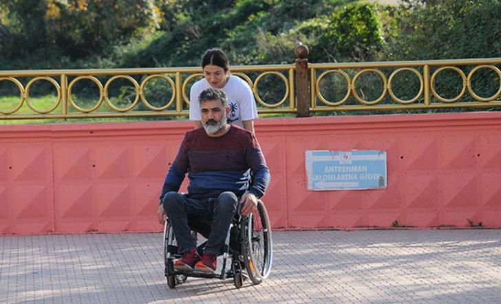 Engelli babasına eşlik etti, halterde Avrupa şampiyonu oldu