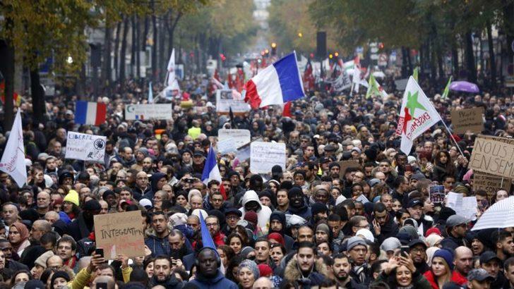 Fransa'da İslamofobi Karşıtı Yürüyüş