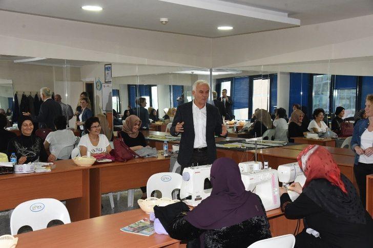 """Başkan Vekili Çakır, """"Kadınların yanındayız"""""""