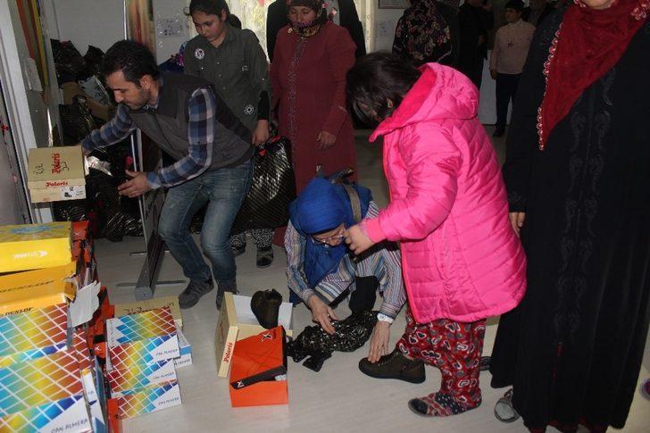 Elazığ'da özel çocuklara bot ve mont hediye edildi