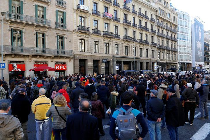 Protestocular, İspanya-Fransa sınırında otoyol kapattı