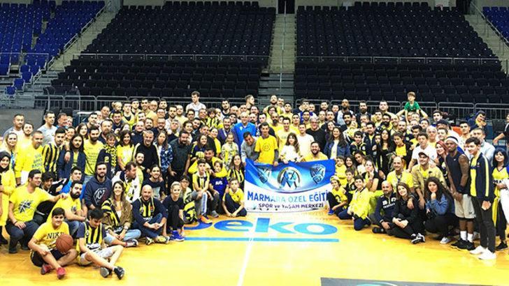 Fenerbahçe Beko'ya taraftarlardan moral ziyareti