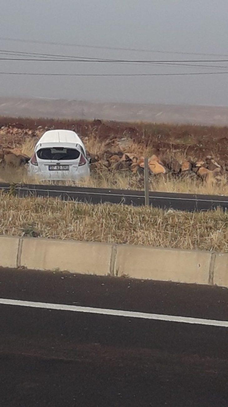 Lastiği patlayan araç yoldan çıktı: 1 yaralı
