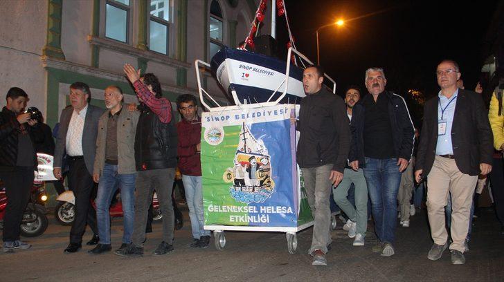 Öğrenciler için gemi maketiyle yardım topladılar