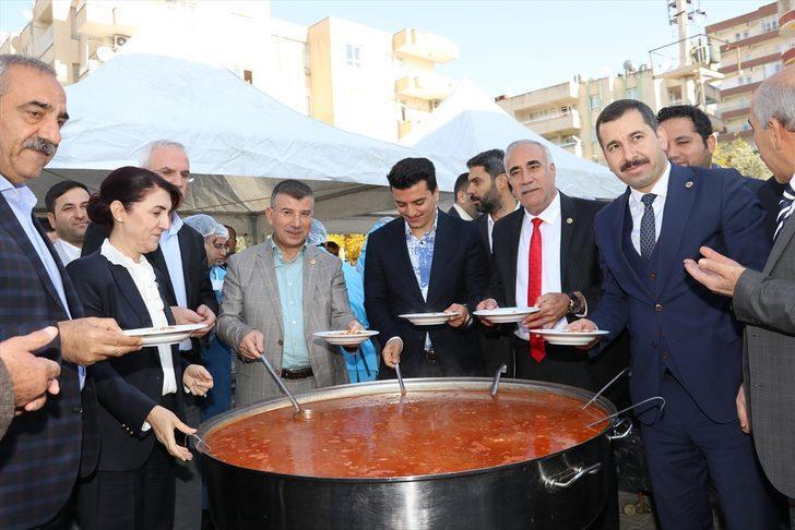 """Şanlıurfa'da """"Ali Baba"""" hayratı kapsamında kuru fasulye ve pilav dağıtıldı"""