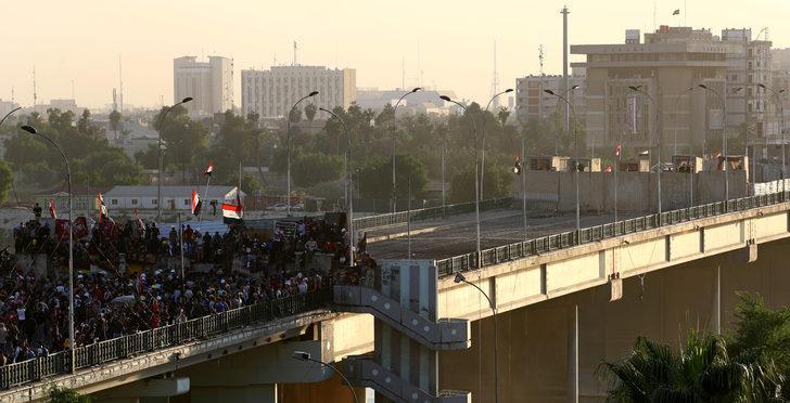Bağdat'ta göstericiler o köprüye yerleşti!