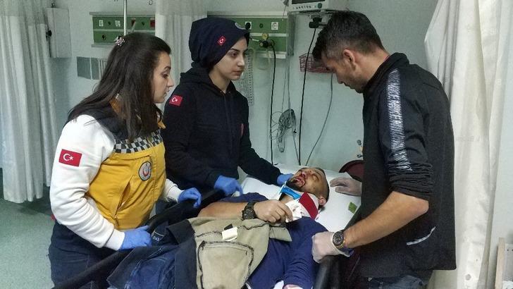 Samsun'da otomobil ağaca çarptı: Yaralılar var
