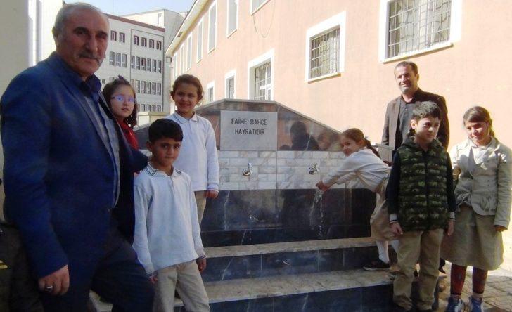İş adamı Halis Bahçe, annesi adına okula çeşme yaptırdı