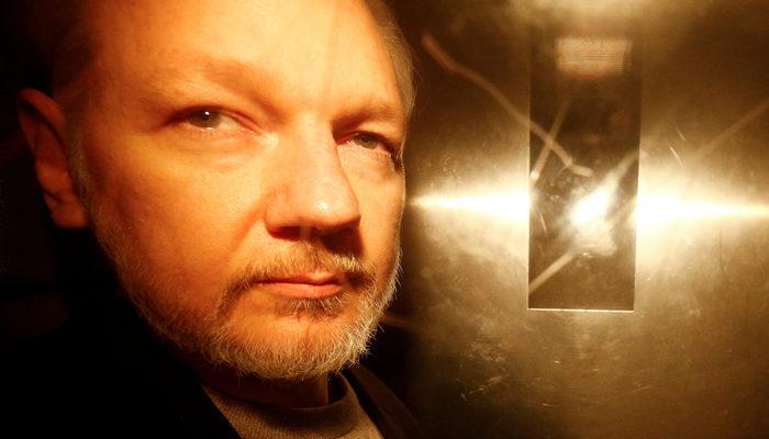 İsveç, Assange'a tecavüz soruşturmasını kapattı