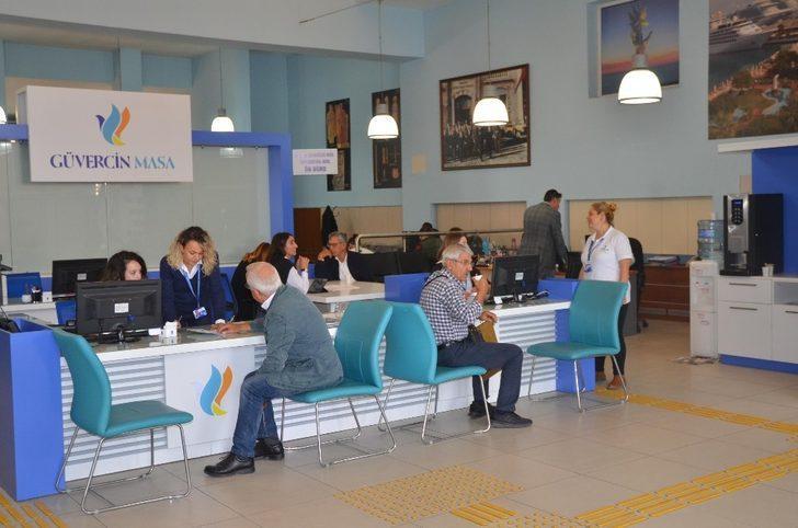 Güvercin Masa büyükşehir - ilçe belediyesi ayrımını Kuşadası'nda ortadan kaldırdı