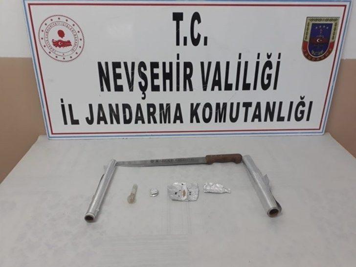 Jandarma uyuşturucudan 3 kişiyi gözaltına aldı