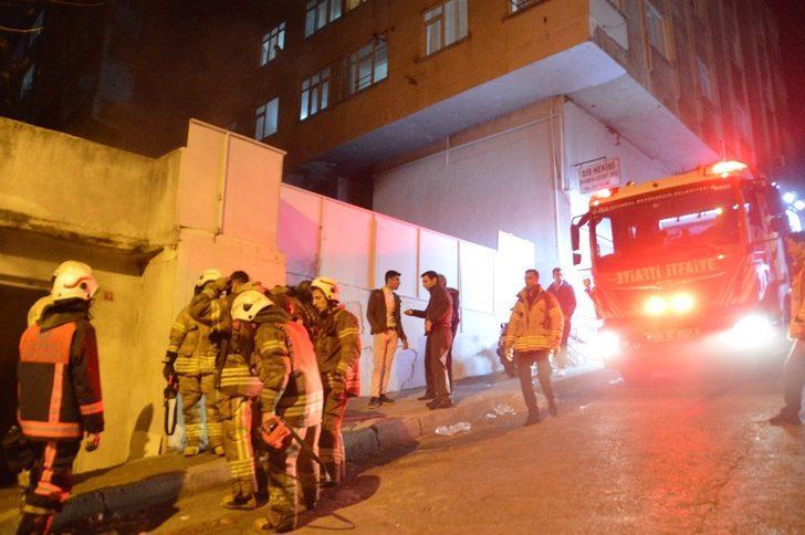 Beyoğlu'nda gecekondu yangını paniğe neden oldu