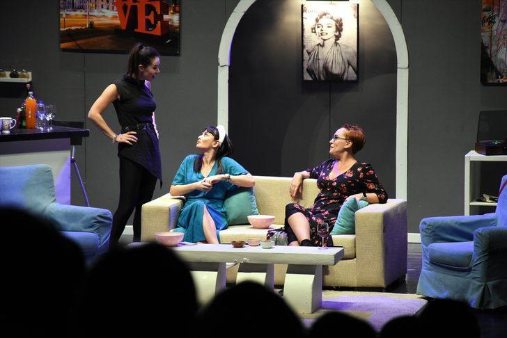 """Bilecik Tiyatro Günleri'nde """"Kadın Kafası"""" oyunu sahnelendi"""