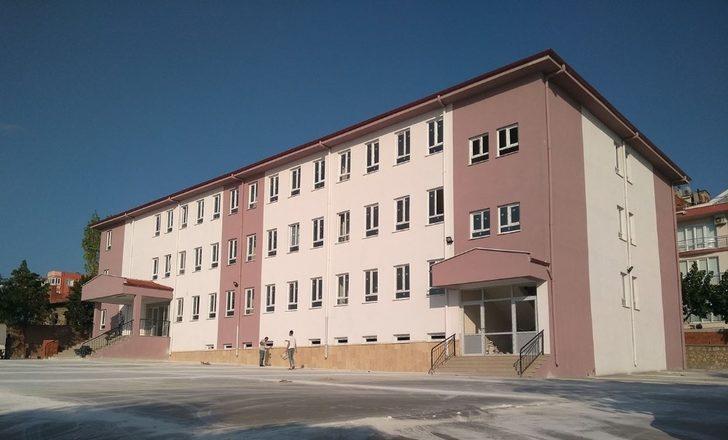 Erdek Anadolu Lisesinde 238 öğrenciye eğitim veriliyor