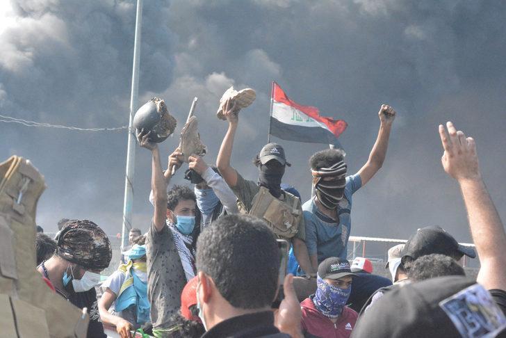 Irak yönetimi, 28 göstericinin öldüğü Zikar vilayetinin komutanını görevden aldı