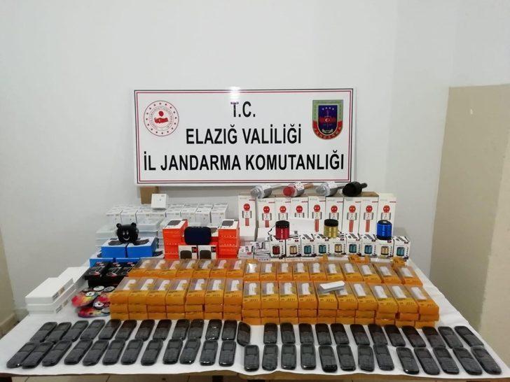 Elazığ'da 50 adet kaçak telefon elegeçirildi