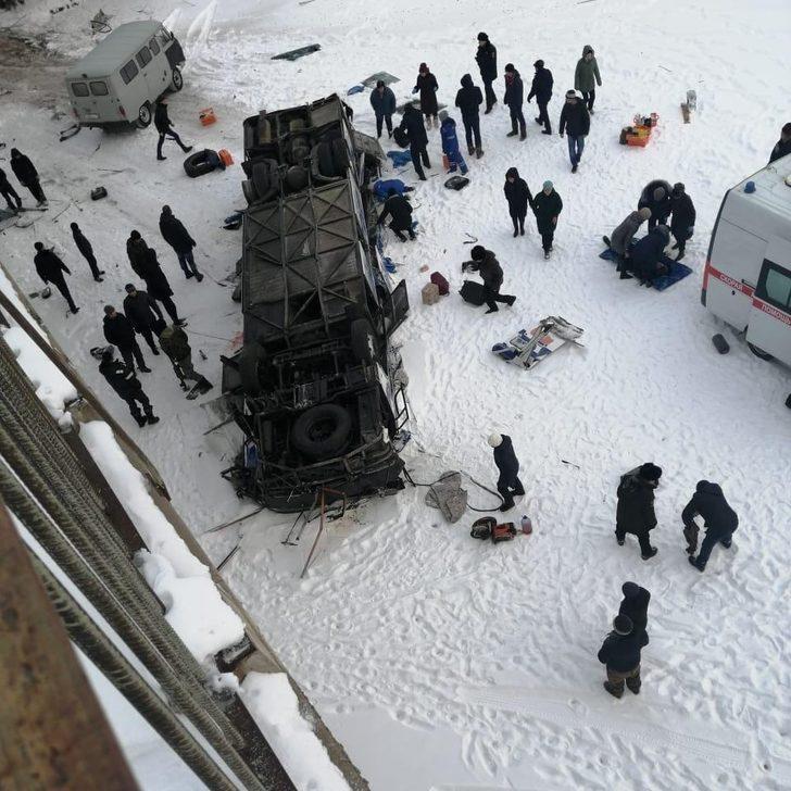 Rusya'da otobüs kazasında ölü sayısı 15'e yükseldi