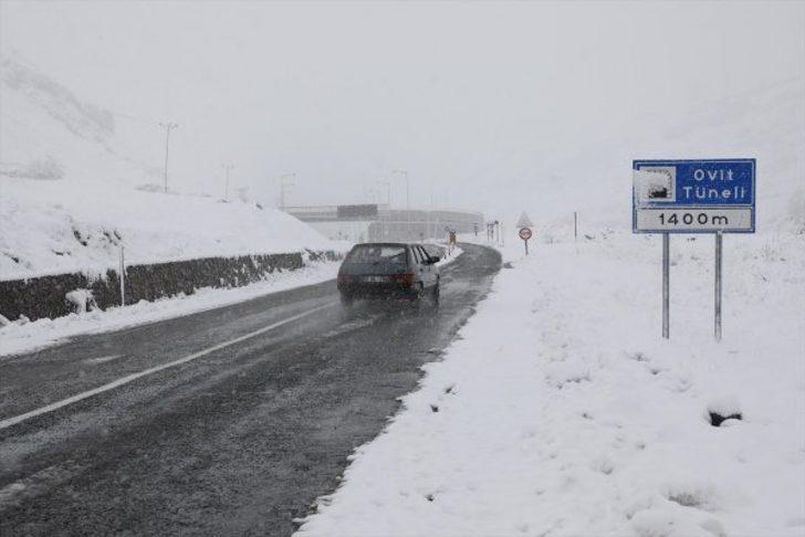 Rize'de kar yağışı nedeniyle Ovit Dağı geçidi ulaşıma kapatıldı